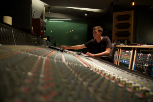 The Observer hung out with Flume at Red Bull Studios. (Photo: @mitchumer)