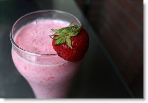 Start your day with a smoothie... (Andrew Bossi/Flickr)