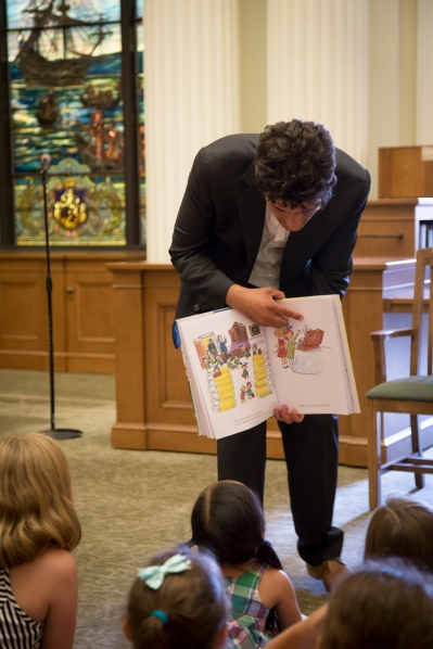 John Bemelmans Marciano reading from his books, Madeline at the White House, to a group of children. (Kaitlyn Flannagan)