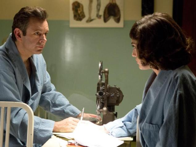 Michael Sheen and Lizzy Caplan in Masters of Sex. (Showtime)