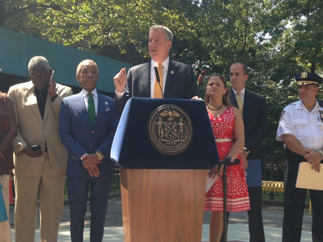 Mayor Bill de Blasio today at the Lincoln Houses in East Harlem. (Jillian Jorgensen)