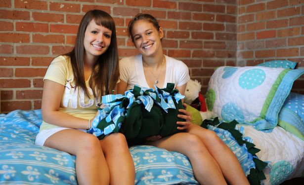 Awww, happy roommates on day one. They have no idea what they're in for. (Photo via Tulane University)