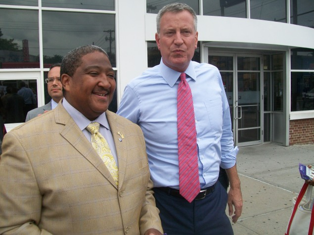 Mayor Bill de Blasio campaigning with Dell Smitherman yesterday. (Photo: Ross Barkan)