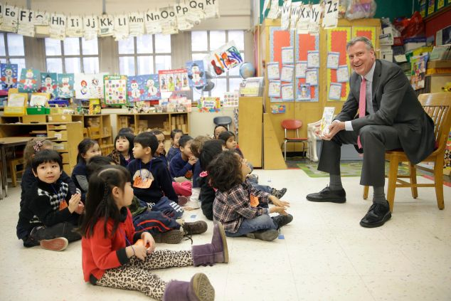 Bill de Blasio talking with pre-K students. (Photo: Seth Wenig-Pool for Getty Images)