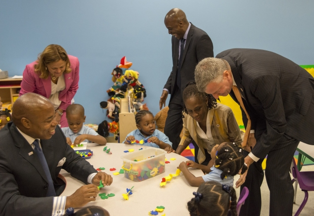 Mayor de Blasio visits Inner Force Early Childhood Learning Center in Brownsville. (Photo: Theodore Parisienne/Pool)