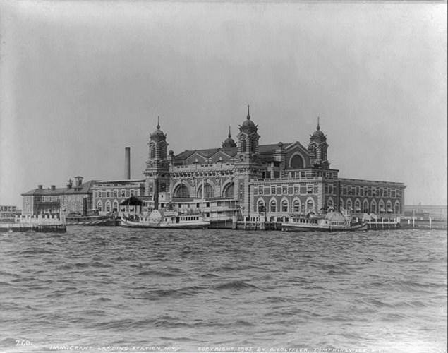 Ellis Island. (Wiki)