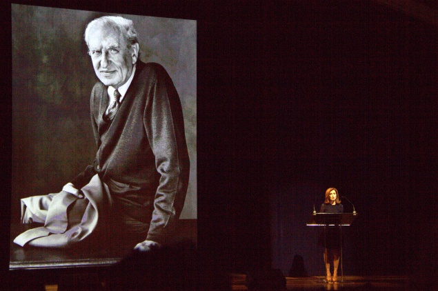 Maureen Dowd takes the podium to remember her mentor, Arthur Gelb, at the Eugene O'Neill Theatre on Tuesday (Nicole Puglise/New York Observer)