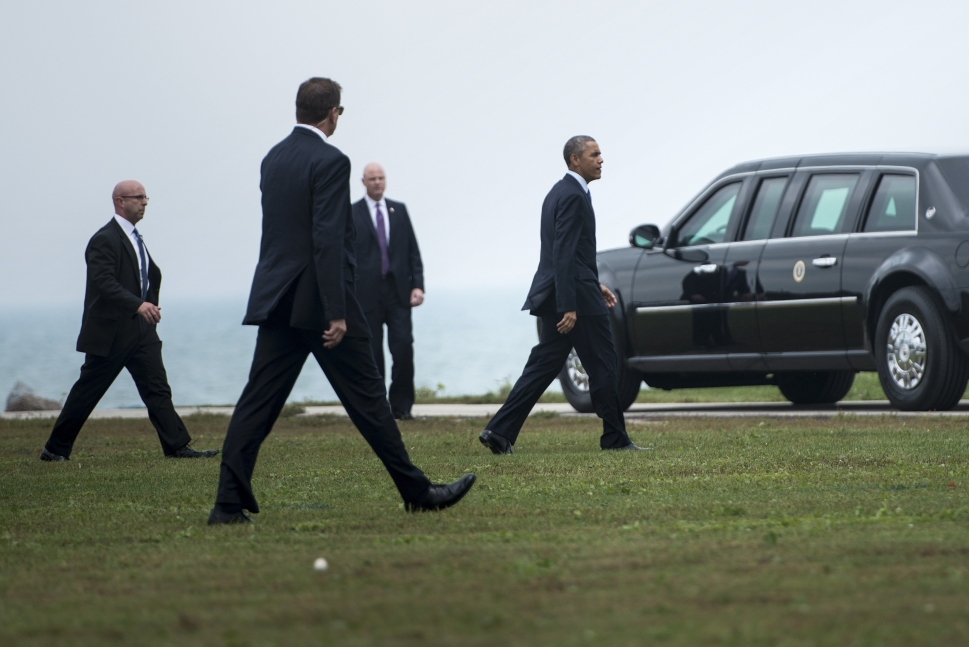 Members of the Secret Service follow as US President Barack Obama arrives at Northwestern University October 2, 2014 in Evanston, Illinois (BRENDAN SMIALOWSKI/AFP/Getty Images)