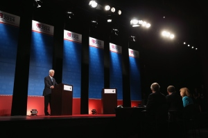 Charlie Crist and an empty podium. (Photo by Joe Raedle/Getty Images)
