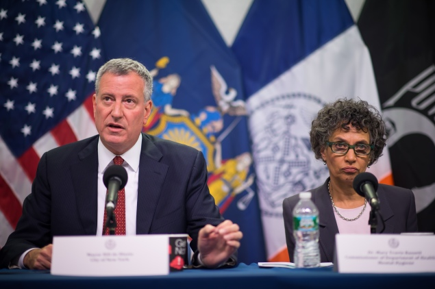 Mayor Bill de Blasio and Health Commissioner Dr. Mary Bassett at a 2014 press conference. (Photo: Rob Bennett/Mayoral Photography Office)
