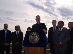 Mayor Bill de Blasio on the Staten Island waterfront. (Photo: Jillian Jorgensen)