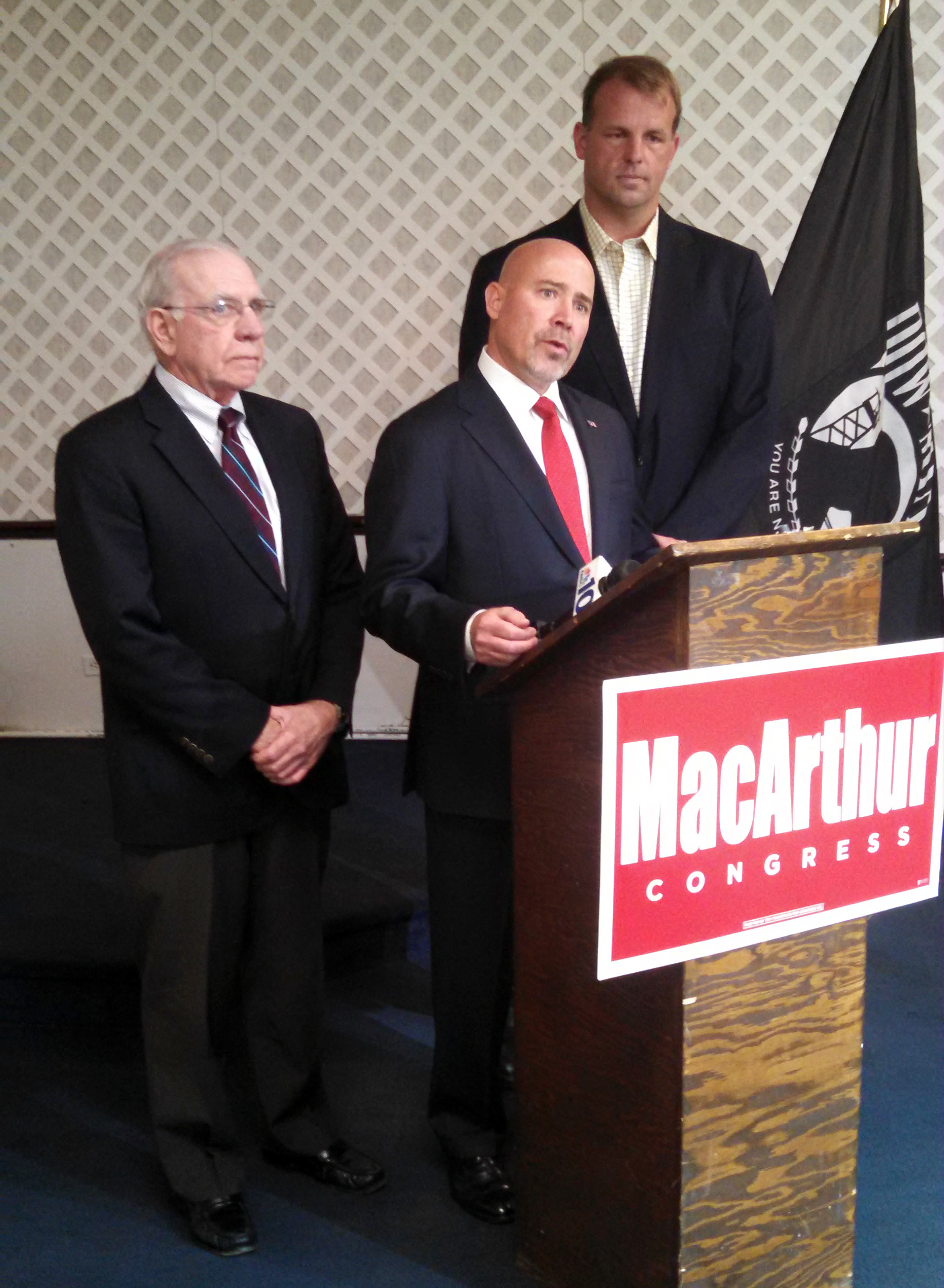 Saxton and Runyan join MacArthur at a campaign stop in Pemberton.