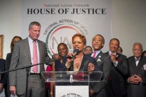 Mayor Bill de Blasio, left, with Rachel Noerdlinger and Al Sharpton. (Photo: NYC Mayor's Office)