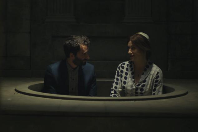 Josh and Rabbi Raquel (Kathryn Hahn) share a moment. (Amazon)