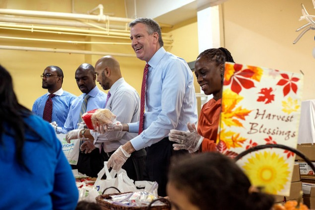 Mayor Bill de Blasio hands out turkeys. (Photo: NYC Mayor's Office)