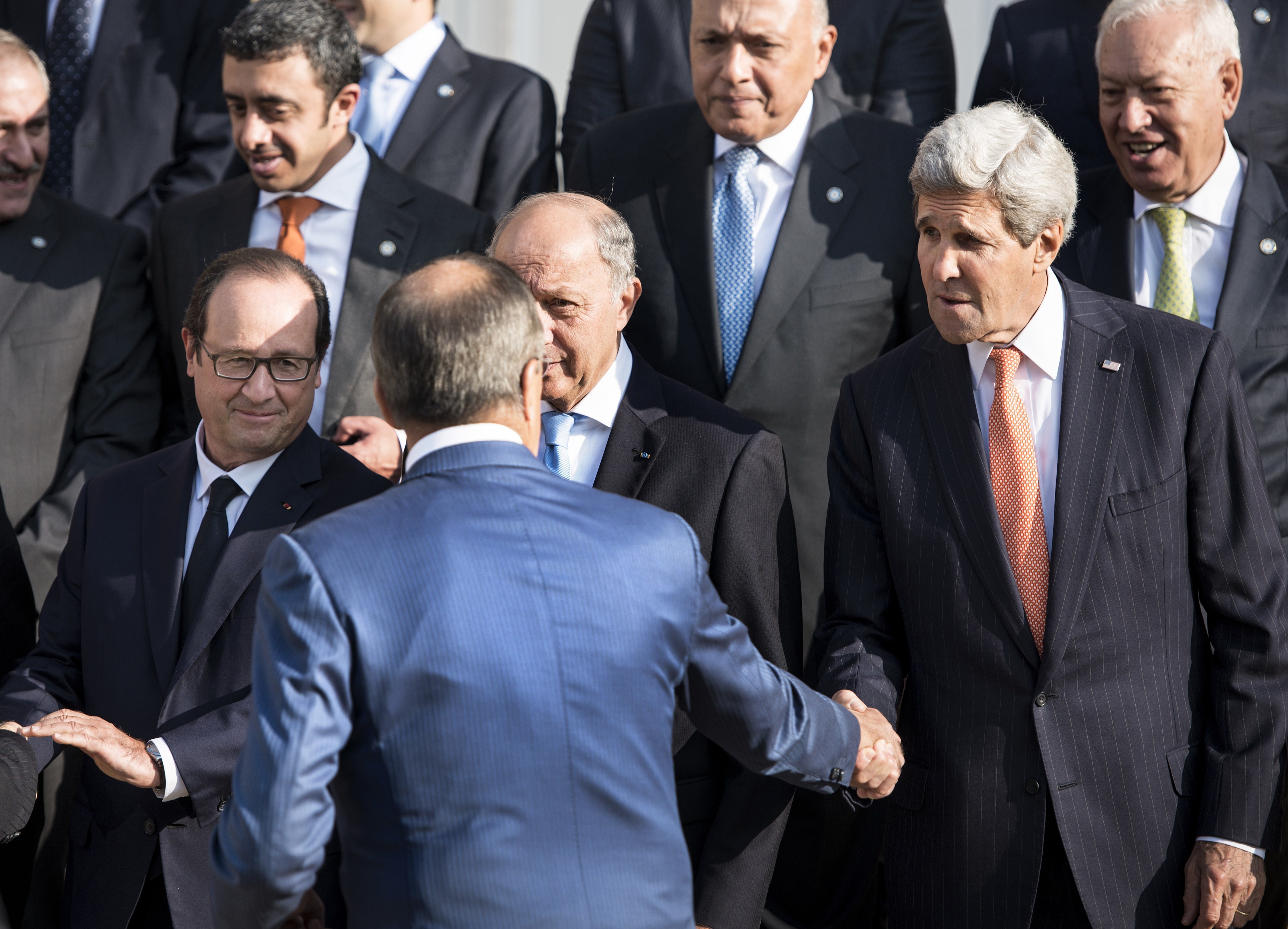 US Secretary of State John Kerry (R) shakes hands with Russian Foreign Minister  Sergey Lavrov (2ndL) as French President Francois Hollande (L) and others look on, September 15, 2014 in Paris. (BRENDAN SMIALOWSKI/AFP/Getty Images)
