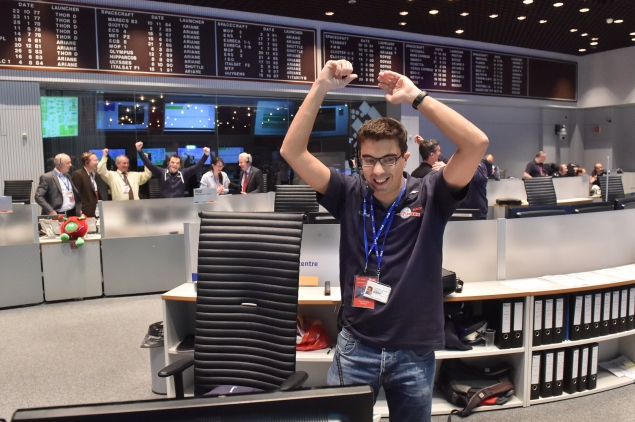 The Rosetta mission crew celebrates Philae successfully landing on comet 67P. (Photo by ESA via Getty Images)