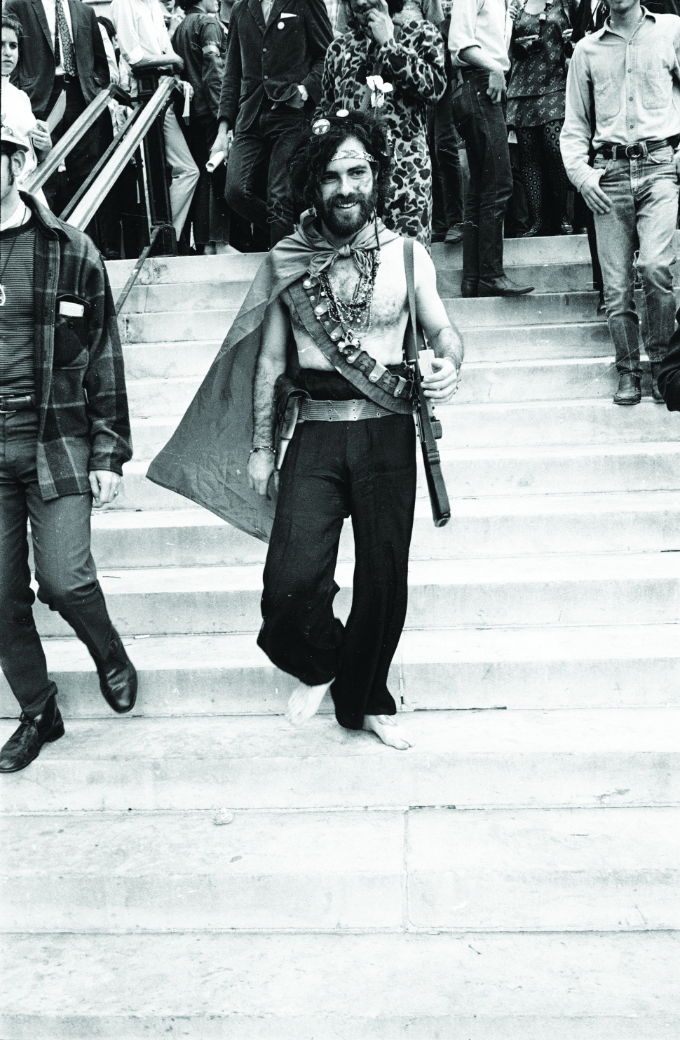Jerry Rubin smiles as he walks down the steps barefoot outside the 1968 Democratic National Convention. (Photo: Hulton Archive/Getty Images)