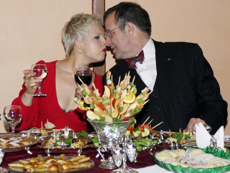 Happier times. Estonian President Toomas Hendrik Ilves smooches his wife Evelin, January 14, 2009 at a jazz club in Baku, Azerbaijan. (OSMAN KARIMOV/AFP/Getty Images)