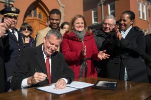 Mayor Bill de Blasio signs bills limiting cooperation with immigration detainers. (Photo: Demetrius Freeman/Mayoral Photography Office)