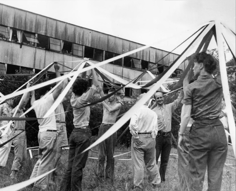 A Buckminster Fuller Architecture class taught at Black Mountain College in 1948. The Venetian Blind Dome. (Image courtesy of the North Carolina state archives.)