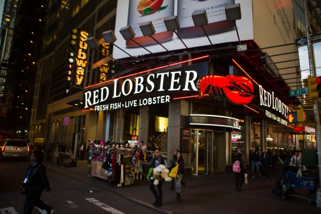 The Red Lobster in Times Square is a purgatorial bastion of mediocrity. (Photo by Arman Dzidzovic)