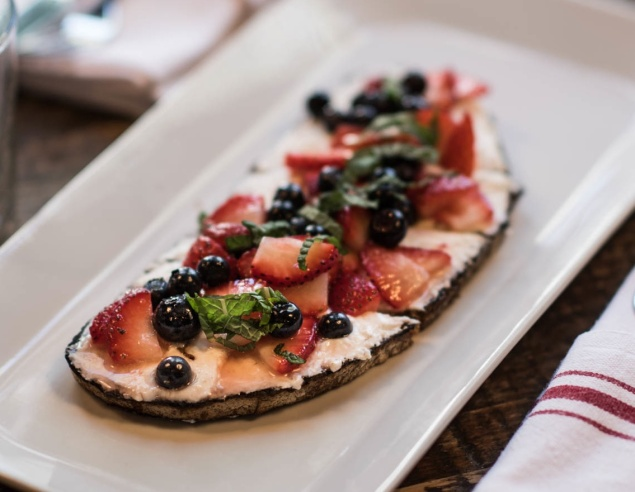 A dessert tartine served smeared with ricotta cheese and loaded with fresh berries. (Photo by Francesco Sapienza)