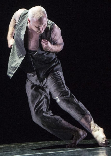 Doug Varone in The Fabulist. Photo by Yi-Chun Wu)