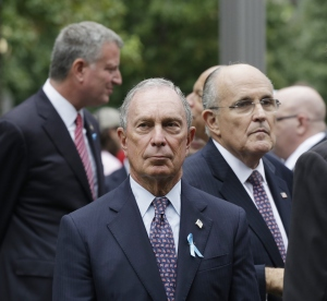 Former Mayor Michael Bloomberg (center) with former Mayor Rudolph Giuliani (right) and Mayor Bill de Blasio (left). (Photo: Mark Lennihan/Getty Images)