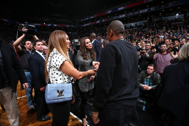 Beyoncé and Jay Z actually look starstruck while meeting the royal couple. (Photo via Getty)