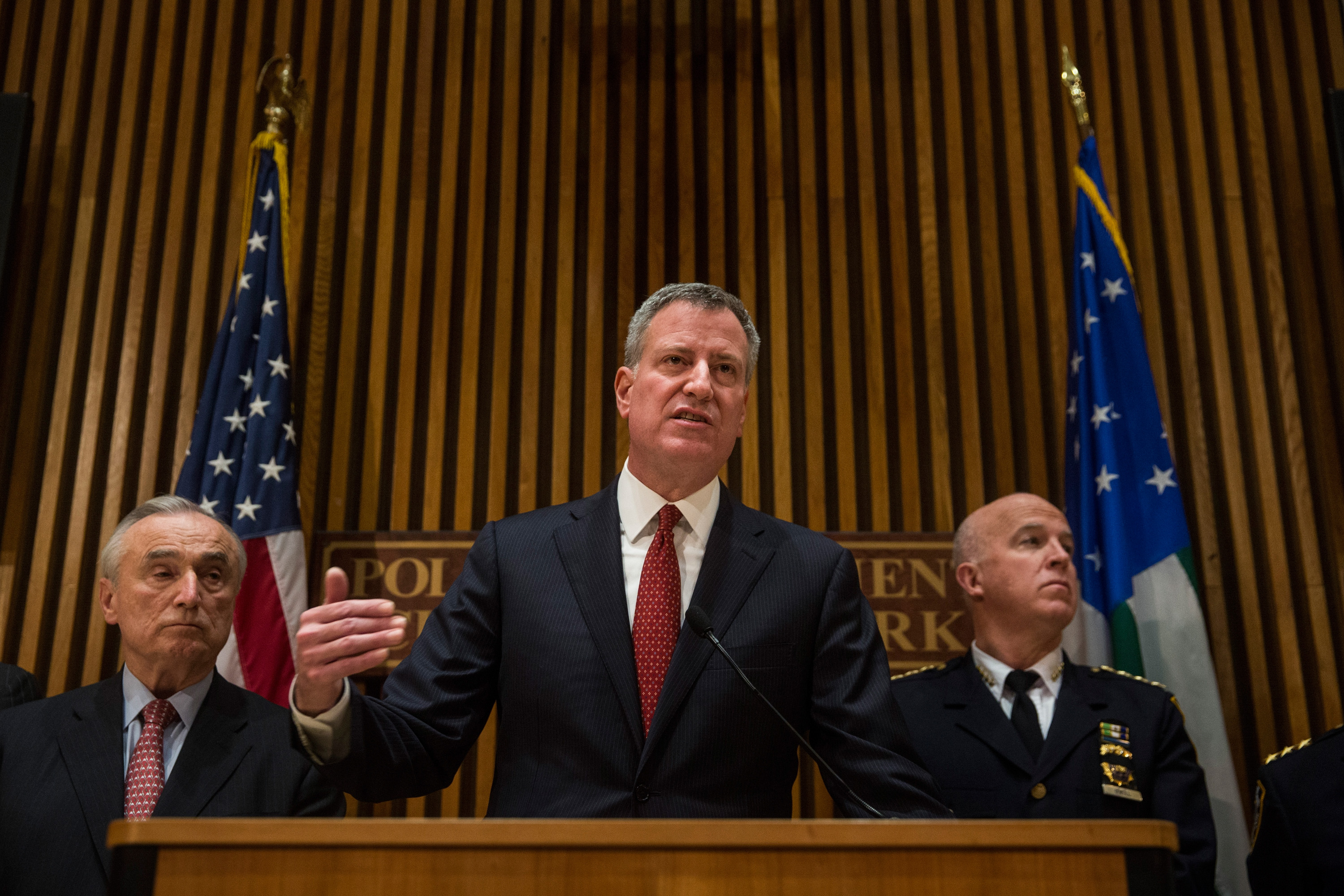 New York City Mayor Bill de Blasio, center, and New York Police Department Commissioner Bill Bratton, right, today. (Getty Images/Andrew Burton)
