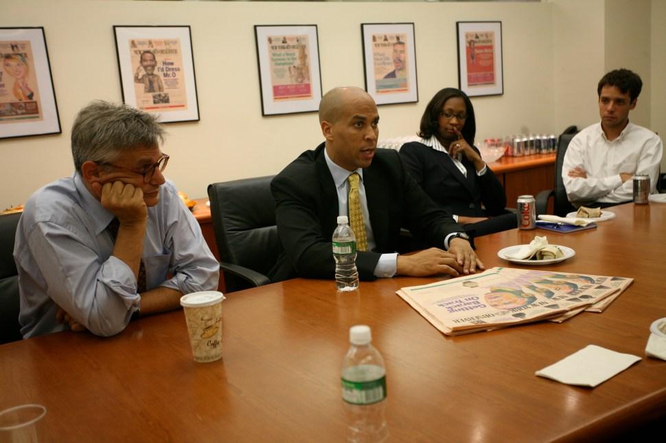 Peter Kaplan looks on as Cory Booker, then mayor of Newark, addresses the Observer's staff. (New York Observer)