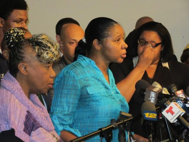 Esaw Garner, center, unequivocally rejected Officer Daniel Pantaleo's condolences (Photo: Will Bredderman).