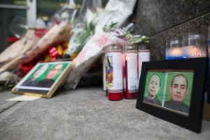A memorial of candles and flowers in front of the NYPD's  84th Precinct.  (Photo by Michael Graae/Getty Images)