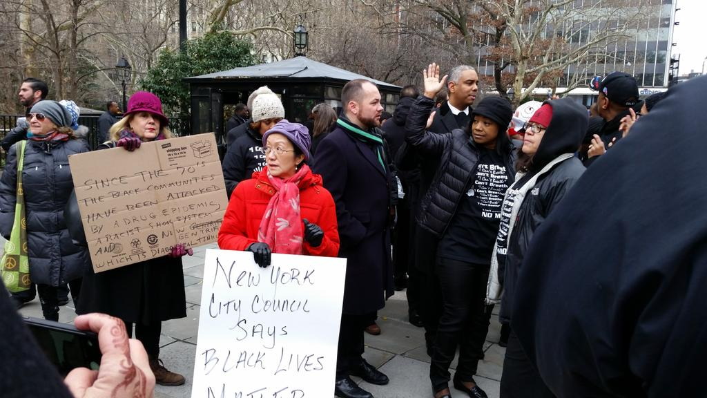Council members protest the Eric Garner decision outside City Hall. (Photo: Ross Barkan)