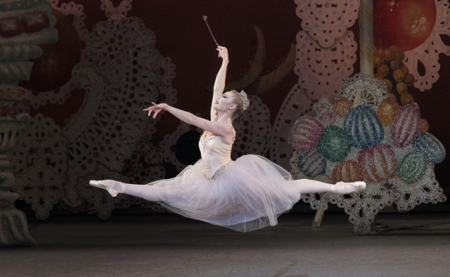 Sara Mearns as the Sugarplum Fairy in New York City Ballet's production of George Balanchine's The Nutcracker. Photo by Paul Kolnik)