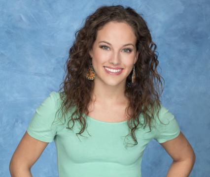 Mackenzie, 21, Dental Assistant (ABC)