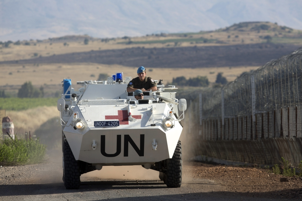 A United Nations (UN) peacekeeper vehicle make its way along the Israeli border with Syria next to the crossing of Quneitra between Syria to the Israeli annexed Golan Heights on June 12, 2013. (Photo: Menahem Kahana/Getty Images)