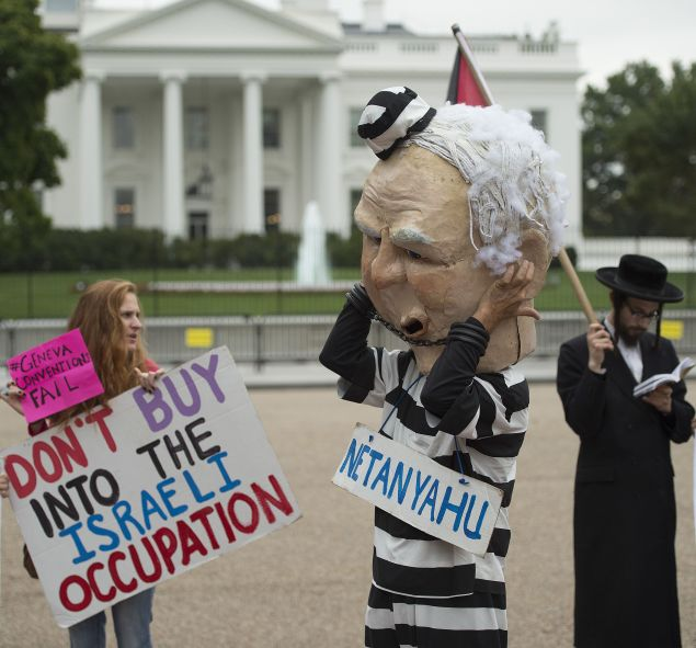Protestors at White House during visit of Israeli Prime Minister Benjamin Netanyahu. (Jim Watson/AFP/Getty Images)