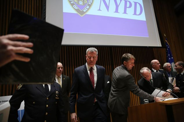Mayor Bill de Blasio leaving a press conference at 1 Police Plaza.