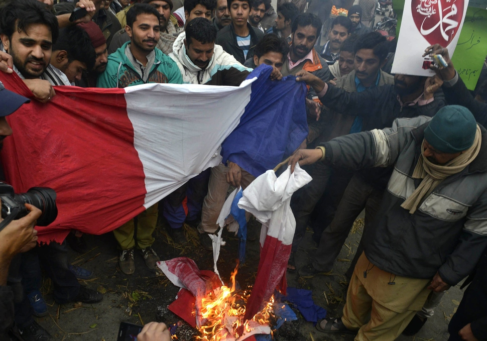 Pakistani traders burn French flags during a protest against the printing of satirical sketches of the Prophet Mohammad by French magazine Charlie Hebdo in Lahore on January 21, 2015. (Photo: Getty Images)