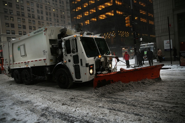 A snow plow in Manhattan last night. (Photo: Spencer Platt/Getty Images)