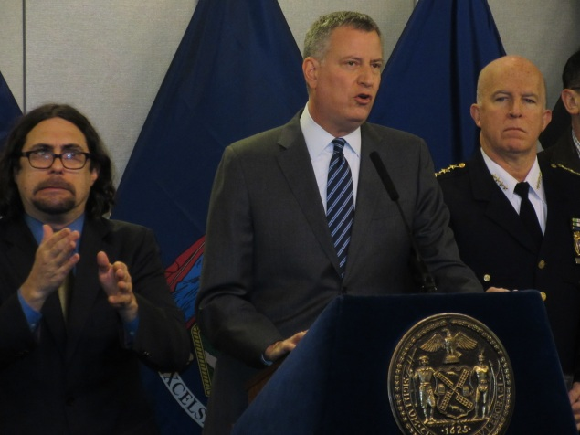 Mayor Bill de Blasio outlines his plan to close down the city in the storm (Photo: Will Bredderman/New York Observer).