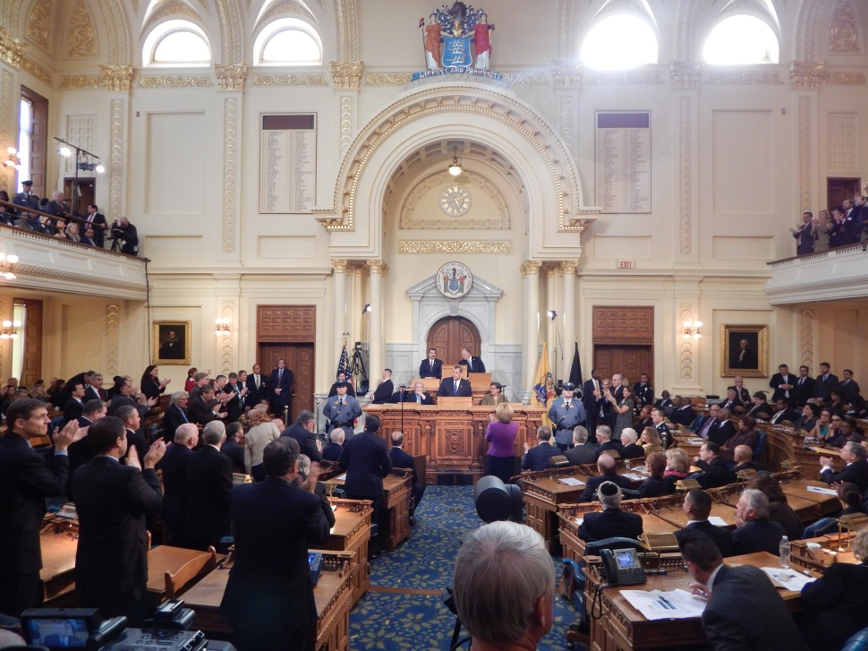 Christie's 2015 State of the State address numerous times had Republicans (left) and Democrats (right) split on whether they should show their support.