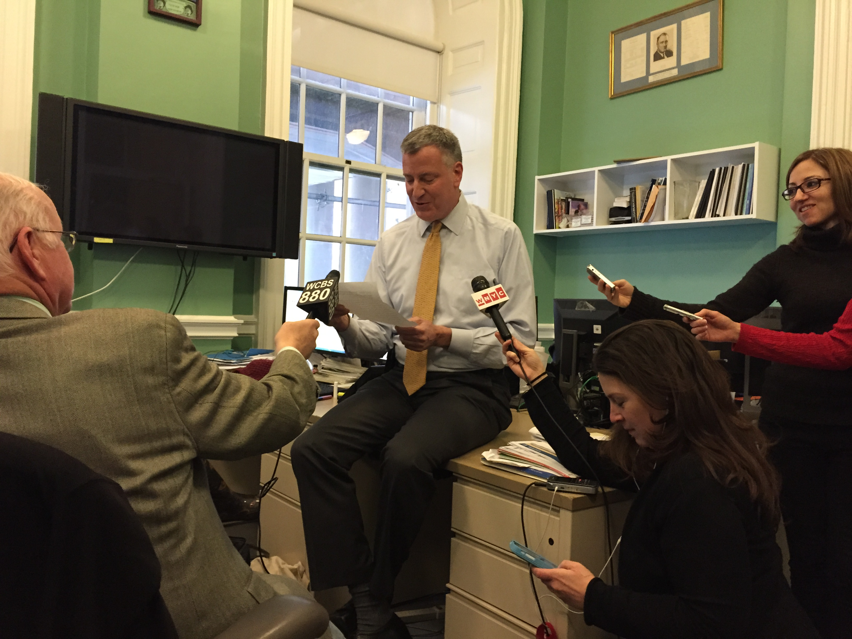 Mayor Bill de Blasio reads an Onion article aloud. (Photo: Jillian Jorgensen/New York Observer)
