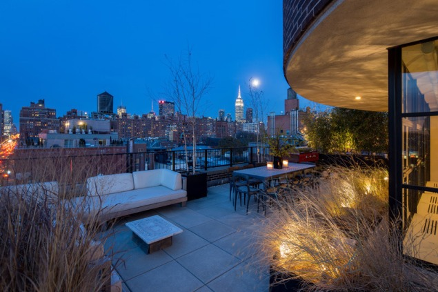 From the terrace, views of the High Line.