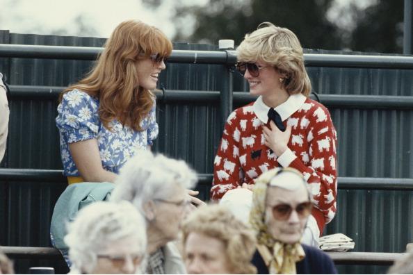 Sarah, Duchess of York, and Princess Di. (Photo via Getty)