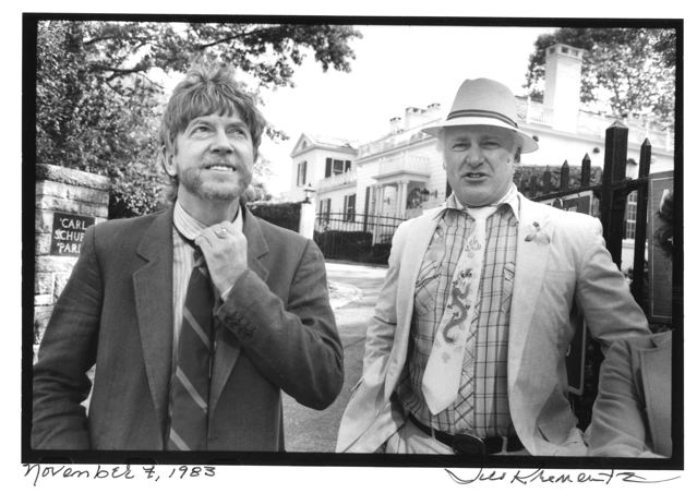 Tom Robbins and Ken Kesey photographed by Jill Krementz outside Gracie Mansion on November 17, 1983.