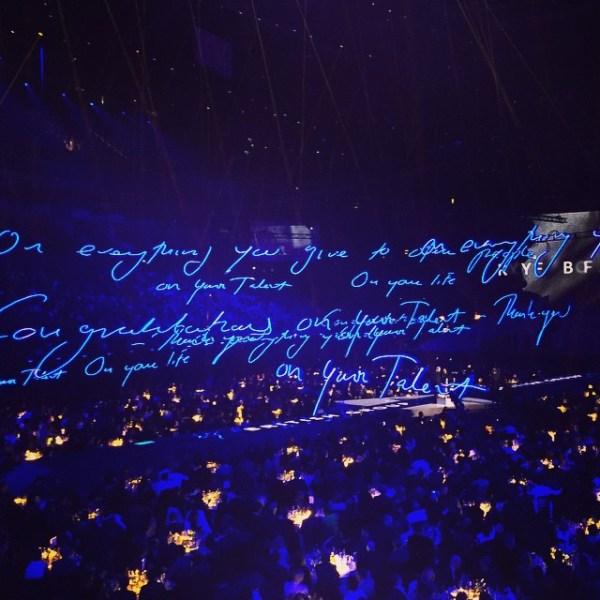 Tracey Emin's neon installation at the 2015 Brit Awards. (Photo: @hughessteve via Instagram)
