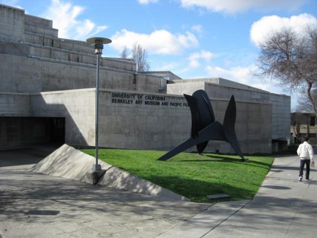 The exterior of the Berkeley Art Museum. (Photo: mimoa.eu)